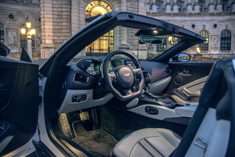 Speed Date Mit Dem Aston Martin Vantage V8 Roadster Autofilou